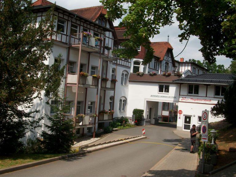 Pflegeheim-Wohnen-im-Park